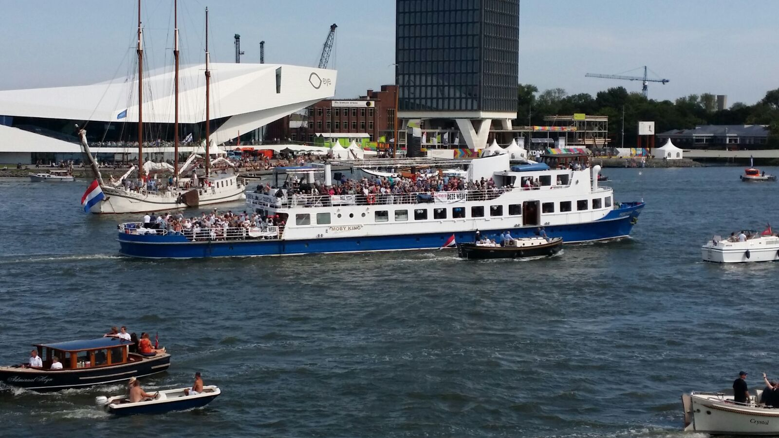 Moby King Sail Amsterdam tocht voor Rodi Media krant Deze Weesk